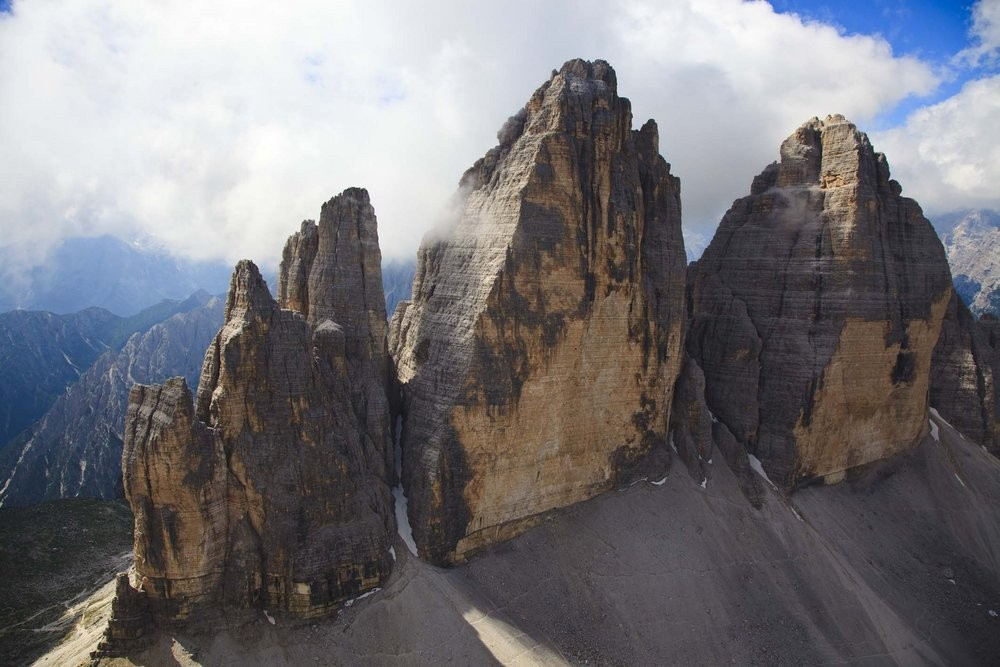 The Tre Cima - Panaroma tackles the huge roof of Cima Ovest - on the right, 131 kb